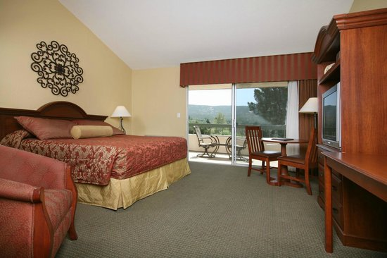San Vicente Golf Resort: King size lodge room.  All rooms have large balconies with views.