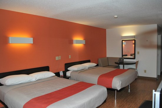 Motel 6 Indianapolis : Room with Business Booth