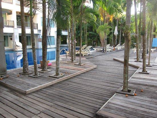 Lanta Sand Resort and Spa: pool near the apartments