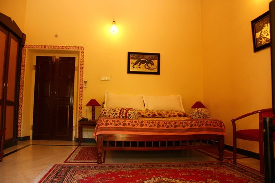 Devi Niketan Heritage Hotel: Another view of room