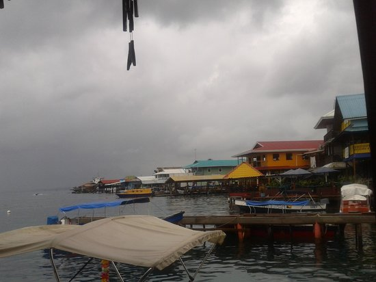 Lili's Cafe: Vista en un dia nublado