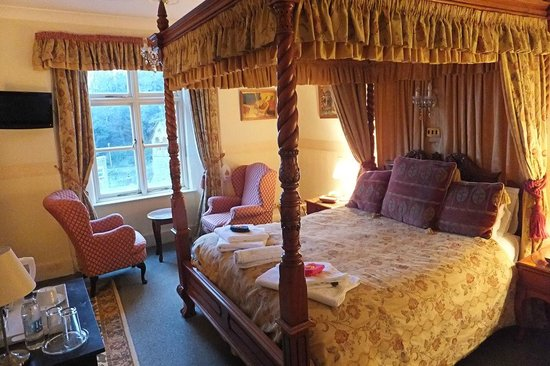Bonnicott House Hotel: Four-poster bed