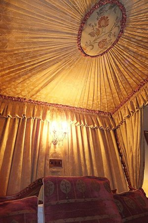 Bonnicott House Hotel: Detail of the Four-poster canopy