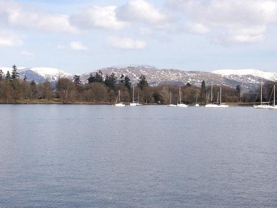 ساوث فيو هاوس آند إندور بول: lake Windermere
