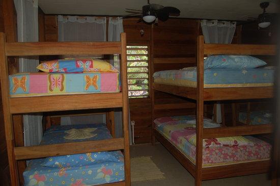 Cabanas Laru Beya: habitacion con espacio para 8-9 personas