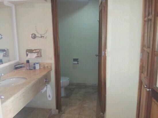Hotel Hacienda Real del Caribe: bathroom area