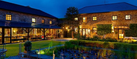 Blairscove House & Restaurant : The courtyard at night