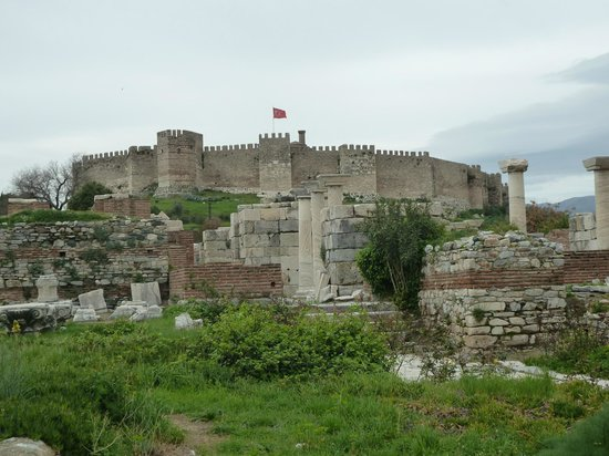 The Basilica of Saint John: vista hacia el castillo de selcuk