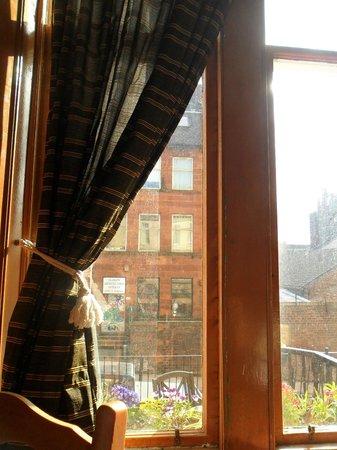 McLays Guest House: sala colazione