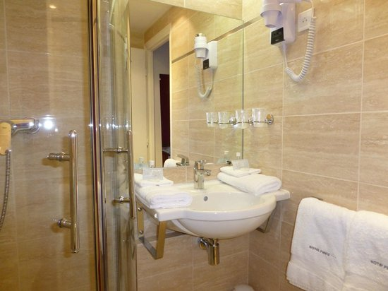 Hotel Pruly: salle de bain chambre Garance