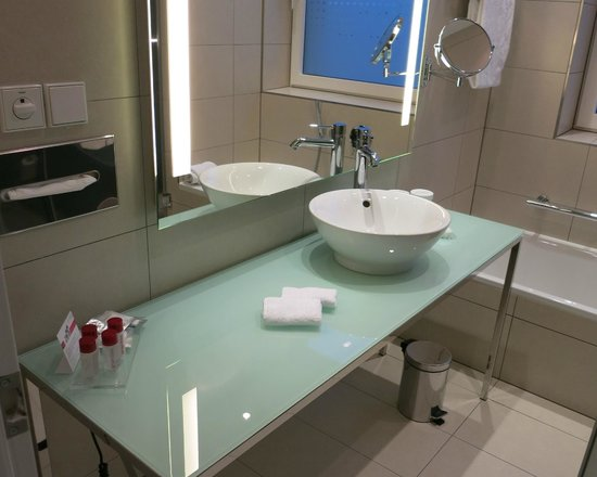 andel's by Vienna House Berlin: bagno stanza 620