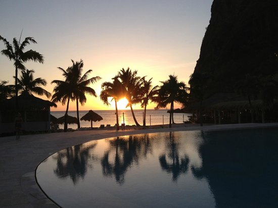Sugar Beach, A Viceroy Resort: Sunset at the pool