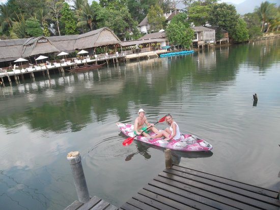 Baan Rim Nam: Paddling down the river by kayak