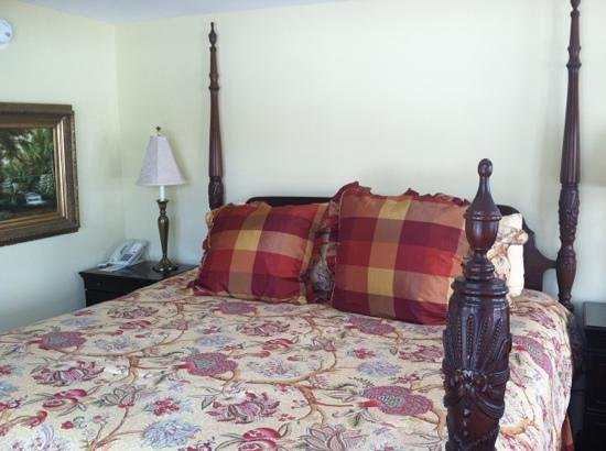 The Shire Woodstock: king size bed
