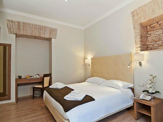 Hotel Roma Vaticano: Triple Room