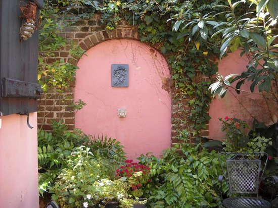 Pink House Gallery: Courtyard