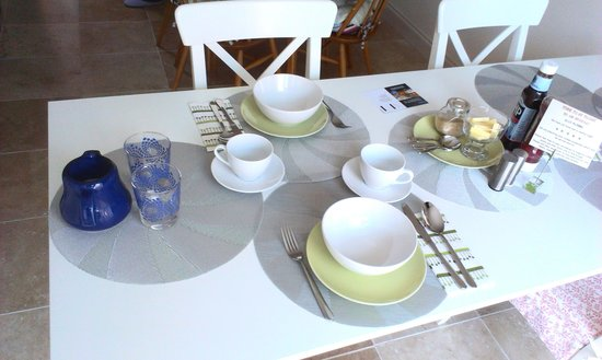 Rennie Rose Guest House: Breakfast table