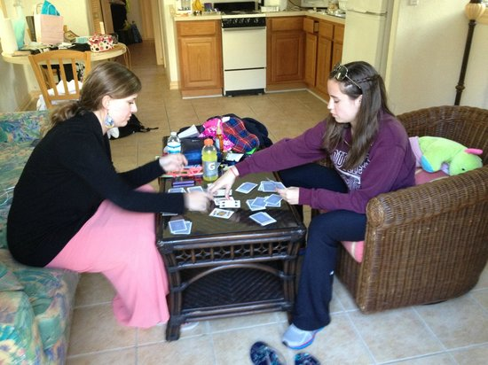 Sunrise Garden Resort: The girls playing cards in the living room of Room 12.