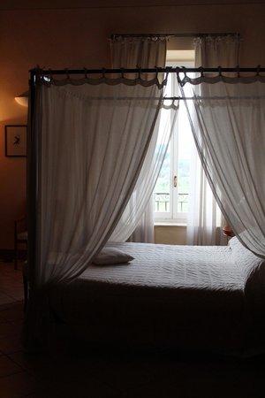 Relais Villa Grazianella - Fattoria del Cerro: beautiful bedroom