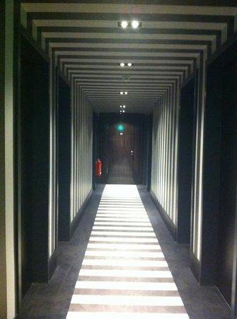 Hotel MANI: motion sensor lights