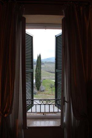 Relais Villa Grazianella - Fattoria del Cerro: view outside from room