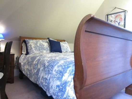 Sleepy Hollow Bed & Breakfast: The antique Sleigh bed