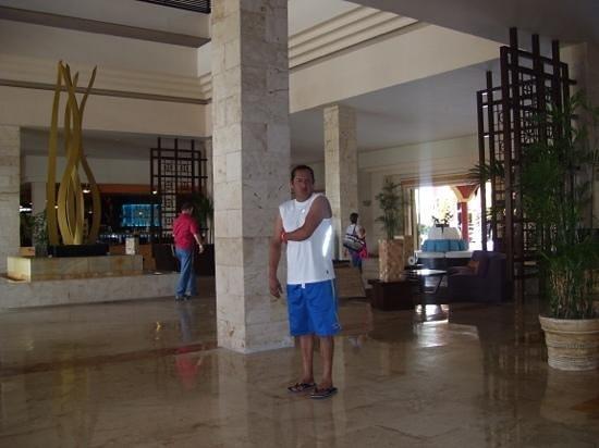 Ocean Maya Royale: Nice open lobby