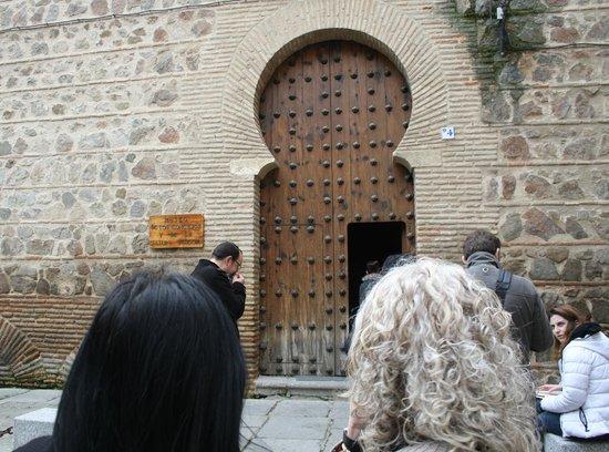 San Roman Church: puerta de entrada