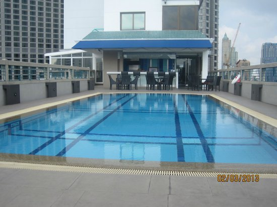 Chateau de Bangkok: Rooftop pool area