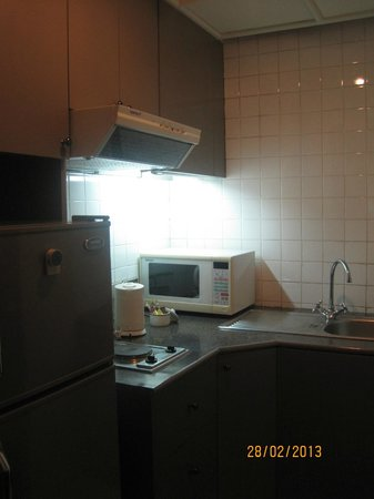 Chateau de Bangkok: Kitchenette with Fridge, microwave