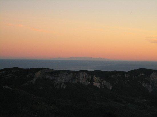 Cascina Stra: Tramonto da Cascina Strà: la Corsica