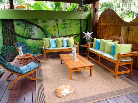 Physis Caribbean Bed & Breakfast: Outdoor relaxation area in front of the hotel.
