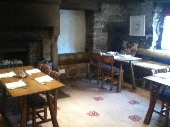 The Devonshire Arms at Beeley: Inside main building, wonderful roaring fireplaces.
