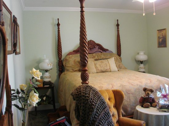 Serendipity Ranch Bed and Breakfast: The Victorian Bedroom - just beautiful