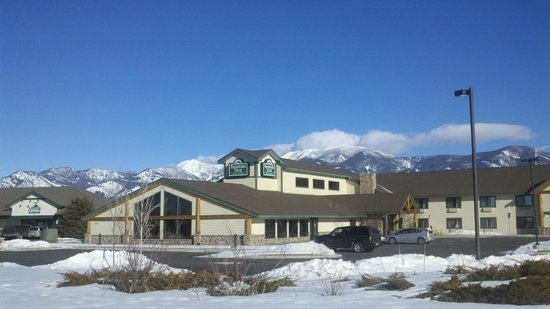 MountainView Lodge & Suites: Sunny Beautiful Day in Big Sky Country