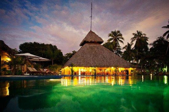 كلانديستينو بيتش ريزورت: Restaurant view from the pool