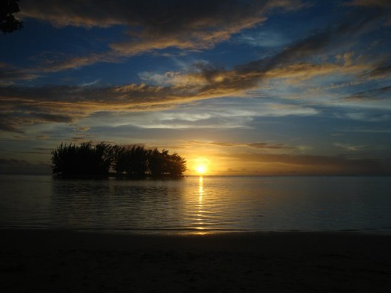Moorea Fare Miti: Sunset