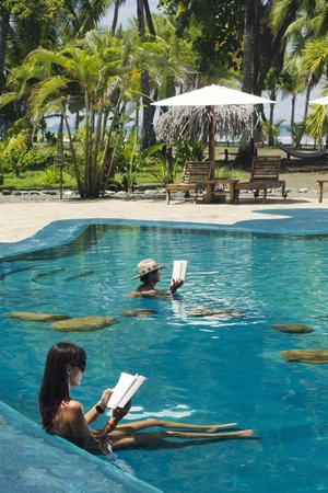 Clandestino Beach Resort: Some goods activities... Pool, Sun and your book.