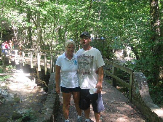 Blanchard Springs Caverns: Walking Path at the Spring