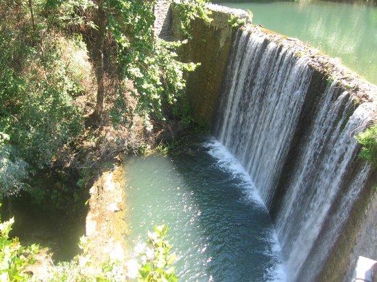 Blanchard Springs Caverns: Waterfall