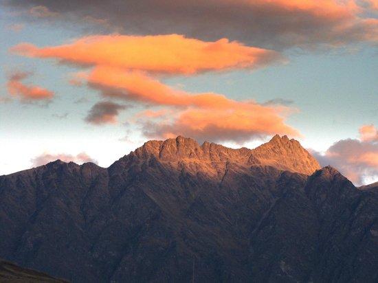 Earnslaw Lodge: sunset view
