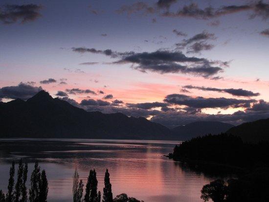 Earnslaw Lodge: sunset