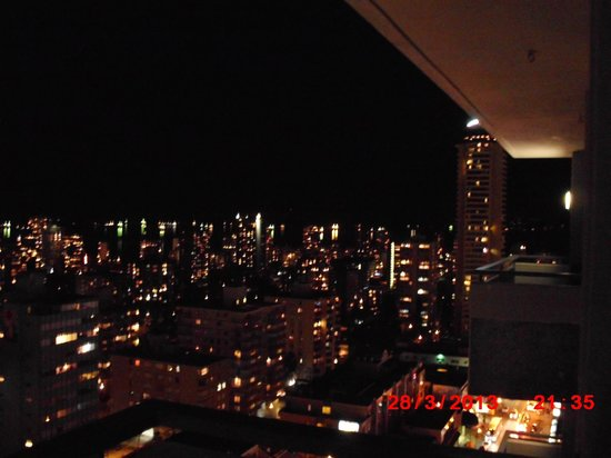 Blue Horizon Hotel: English Bay at night