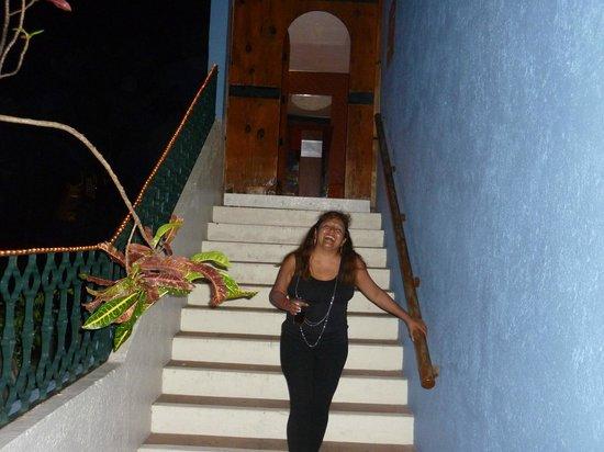 Las Brisas Huatulco: Saliendo del Restaurant La Kasbah