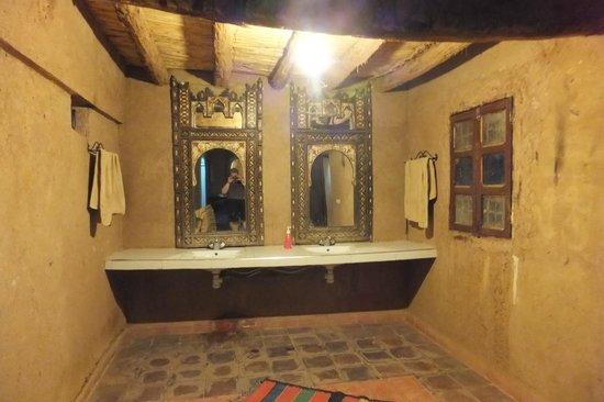 M'hamid Bivouac - Chez Naji: salle de bains et sanitaires
