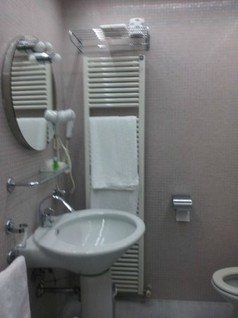 Hotel San Marco : Bagno funzionalisssimo! Doccia splendida!