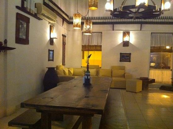 Del Sur Argentina Empanadas & Grill : seating and waiting area