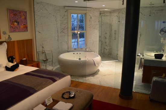 Tomtom Suites: Luxury suite bathroom (room 41)