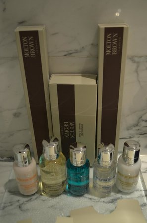 Tomtom Suites: Molton Brown goodies in bathroom