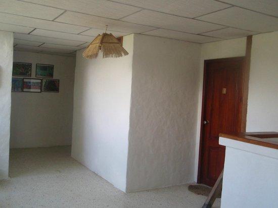 Kon - Tiki Hostal: pasillo segundo piso.